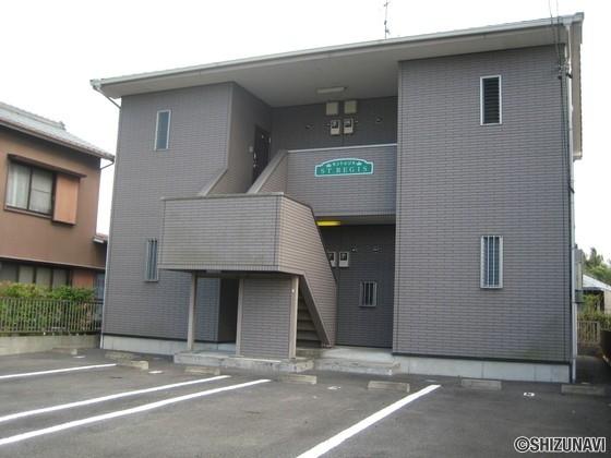袋井市中 一棟売りアパート 駐車場は全戸2台確保