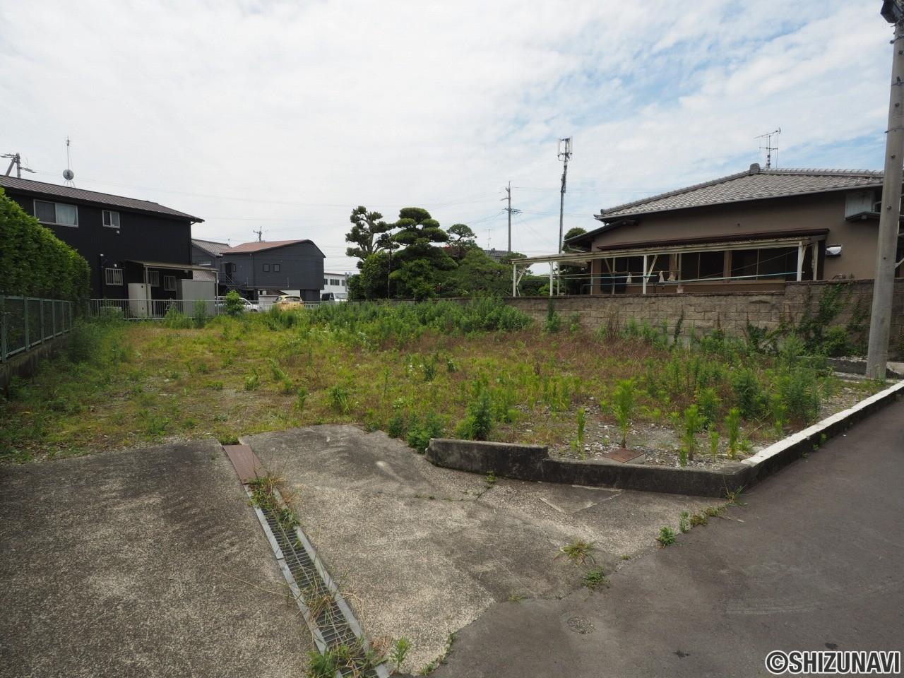 島田市向島町 売土地 300㎡超の広い敷地です。建築条件はありません。